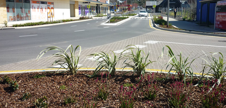 Mt barker town plaza outerspace landscape architects for Outer space landscape architects adelaide